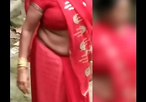 NORTH INDIAN AUNTY COCONUT SIZE BOOB EXPOSED ON ROAD