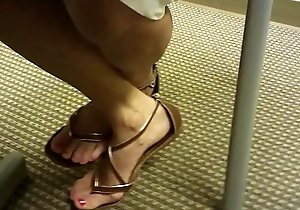 Toe wiggling in Sandals part 1