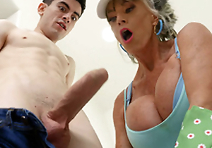 Granny Imbue D'Angelo is sucking the hard cock