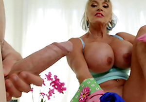 Mature babe Sally D'Angelo wants to goat Jordi's hard cock