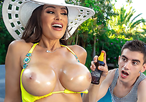 Lisa's Pool Brat Toy Featuring Lisa Ann - Brazzers HD -2