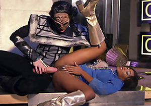 Kiki Minaj in X boots gets ass fucked in spoon