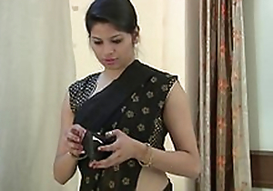 Indian Bhabhi Exposing Big Tits - Indian Housewife