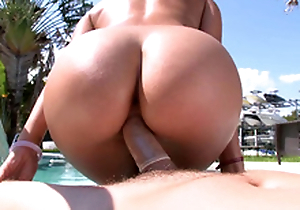 There is the opportunity to enjoy XXX riding and Rachel Starr won't lose it